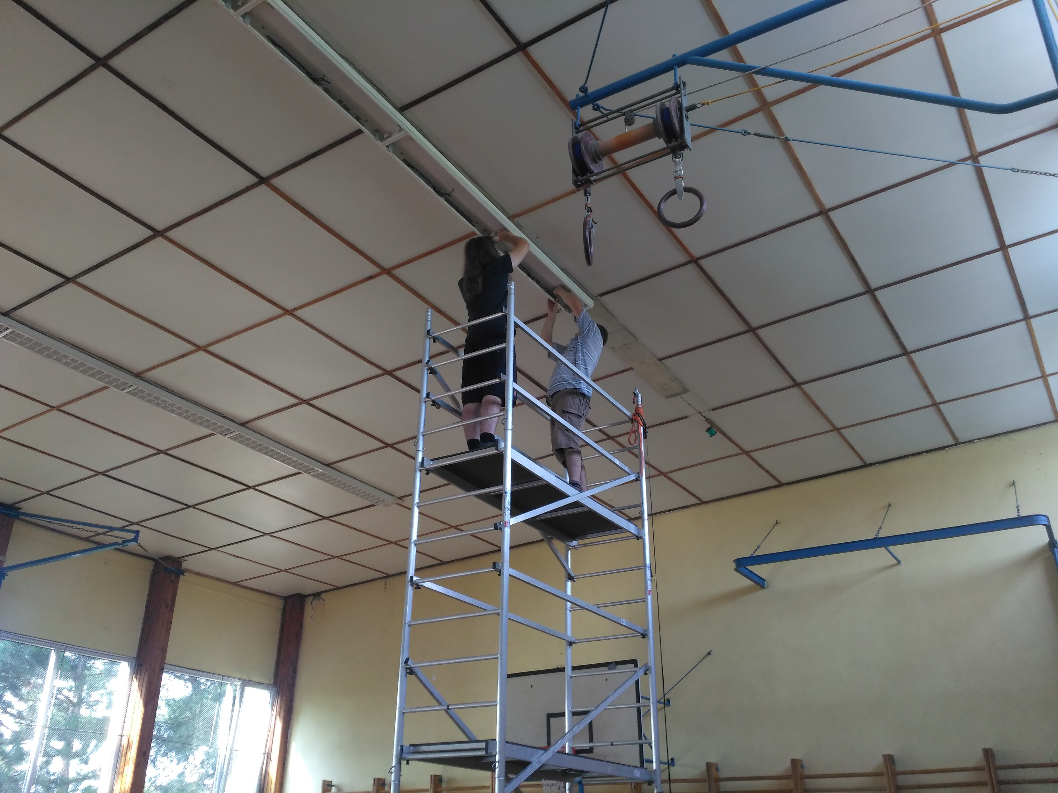 Oprava světel v tělocvičně